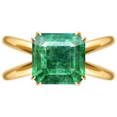 3,92 Carat Intense Green Minor Oil Natural Emerald 18 Karat Yellow Gold Ring