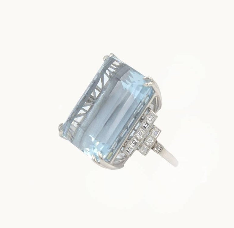 39.78 Carat Aquamarine and Diamond Platinum Ring In Excellent Condition For Sale In Los Angeles, CA