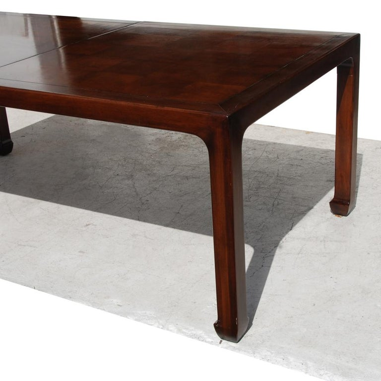 American Henredon Mahogany Extendable Dining Table with Ming Legs For Sale