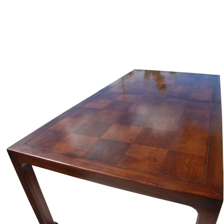 20th Century Henredon Mahogany Extendable Dining Table with Ming Legs For Sale