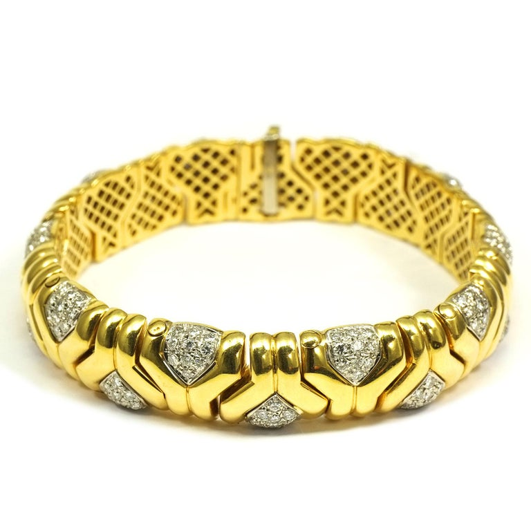 4 Carat Diamond 18K Yellow Gold Fancy Link Bracelet  A sporty, elegant link bracelet with geometric decor. 200 brilliant diamonds with a total of 4 ct adorn the individual segments. The diamonds are set in white gold.    18 K yellow and white