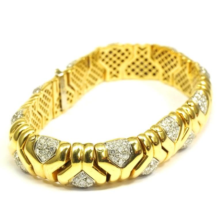 Modern 4 Carat Diamond 18 Karat Yellow Gold Fancy Link Bracelet For Sale