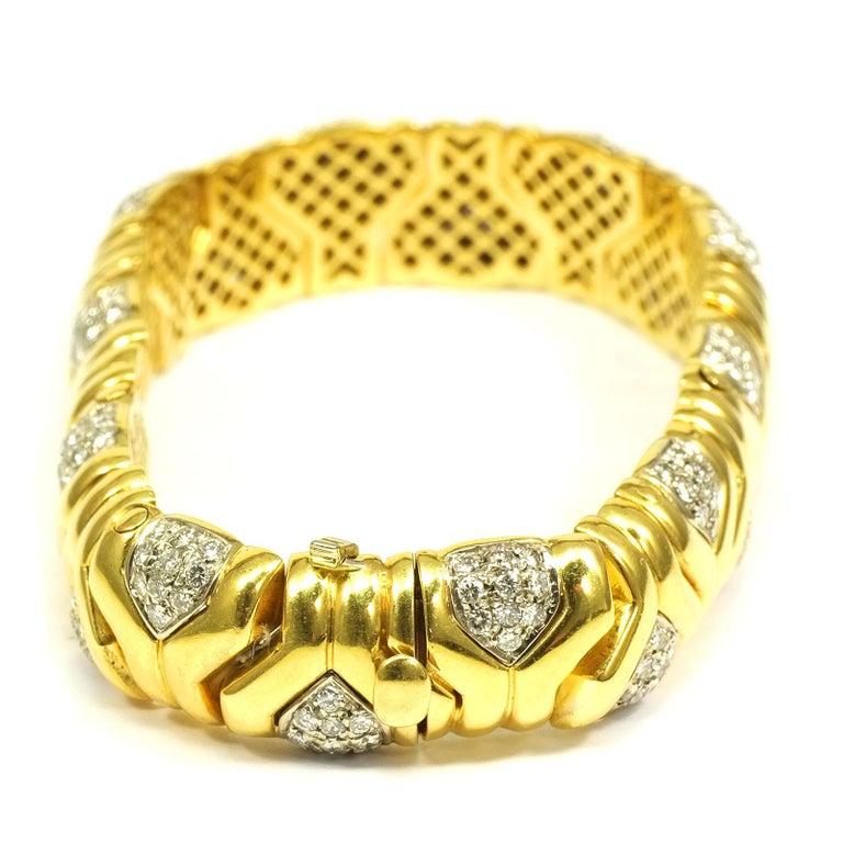 Brilliant Cut 4 Carat Diamond 18 Karat Yellow Gold Fancy Link Bracelet For Sale