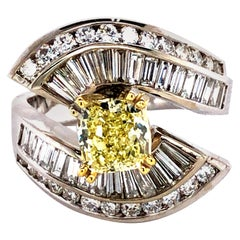 4 Carat Fancy Yellow and White Diamonds Engagement Ring, 18 Karat Gold