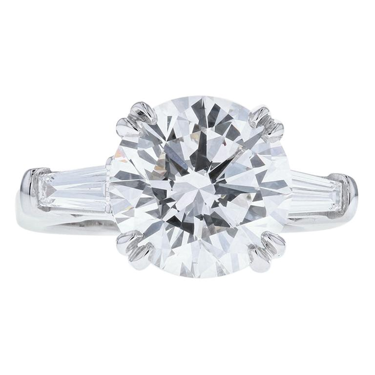 4 Carat Round Diamond 'E, VS1, GIA' Ring with Diamond Baguettes Set in Platinum For Sale
