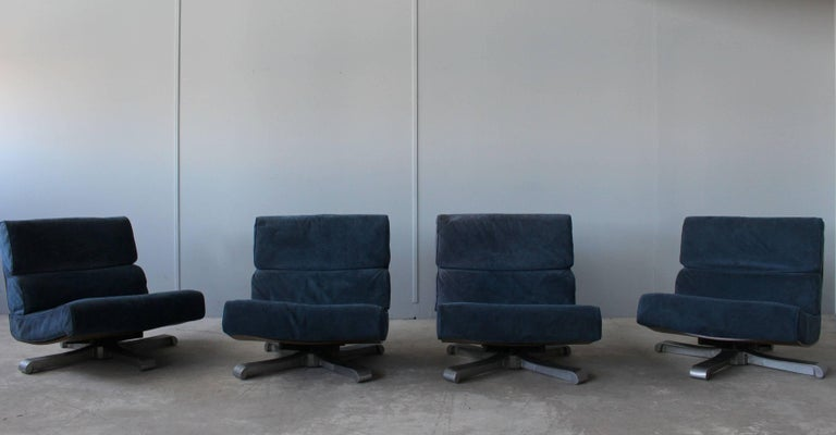 4 French 1970s Swivel Lounge Chairs For Sale 7