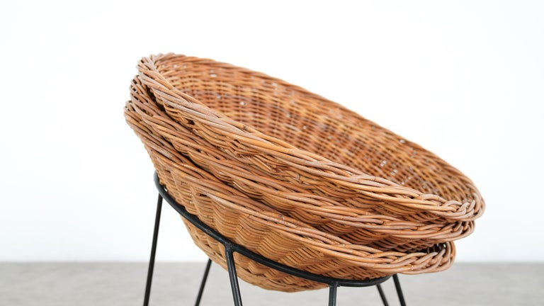 4 Modernist Wicker Chair in style of Mathieu Matégot circa 1950, France Tripod For Sale 7