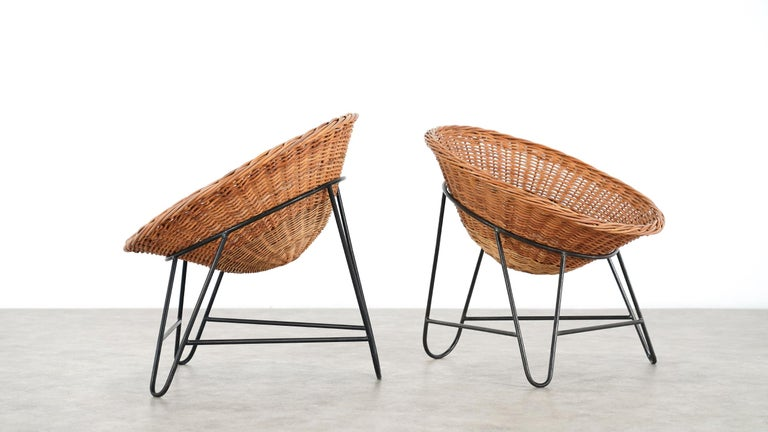 4 Modernist Wicker Chair in style of Mathieu Matégot circa 1950, France Tripod For Sale 9