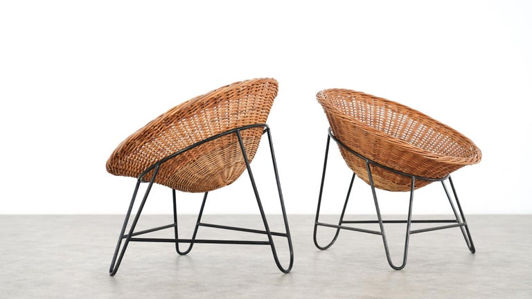 French 4 Modernist Wicker Chair in style of Mathieu Matégot circa 1950, France Tripod For Sale