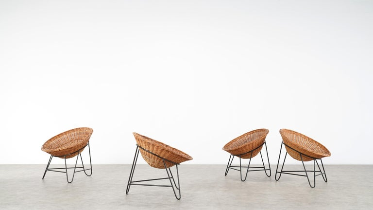4 Modernist Wicker Chair in style of Mathieu Matégot circa 1950, France Tripod In Good Condition For Sale In Munster, NRW