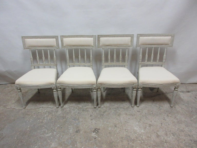 4 Swedish Gustavian Side Chairs In Distressed Condition For Sale In Hollywood, FL