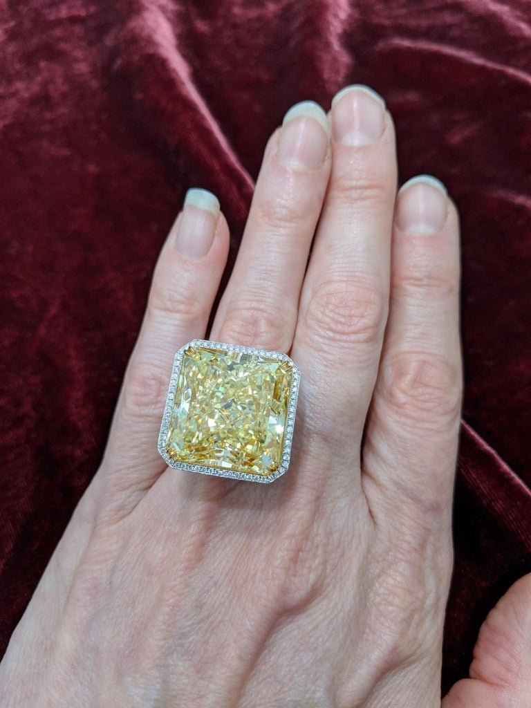 40 Carat Fancy Yellow VS2 Radiant Cut Diamond Ring GIA, Platinum (VIDEO) For Sale 2