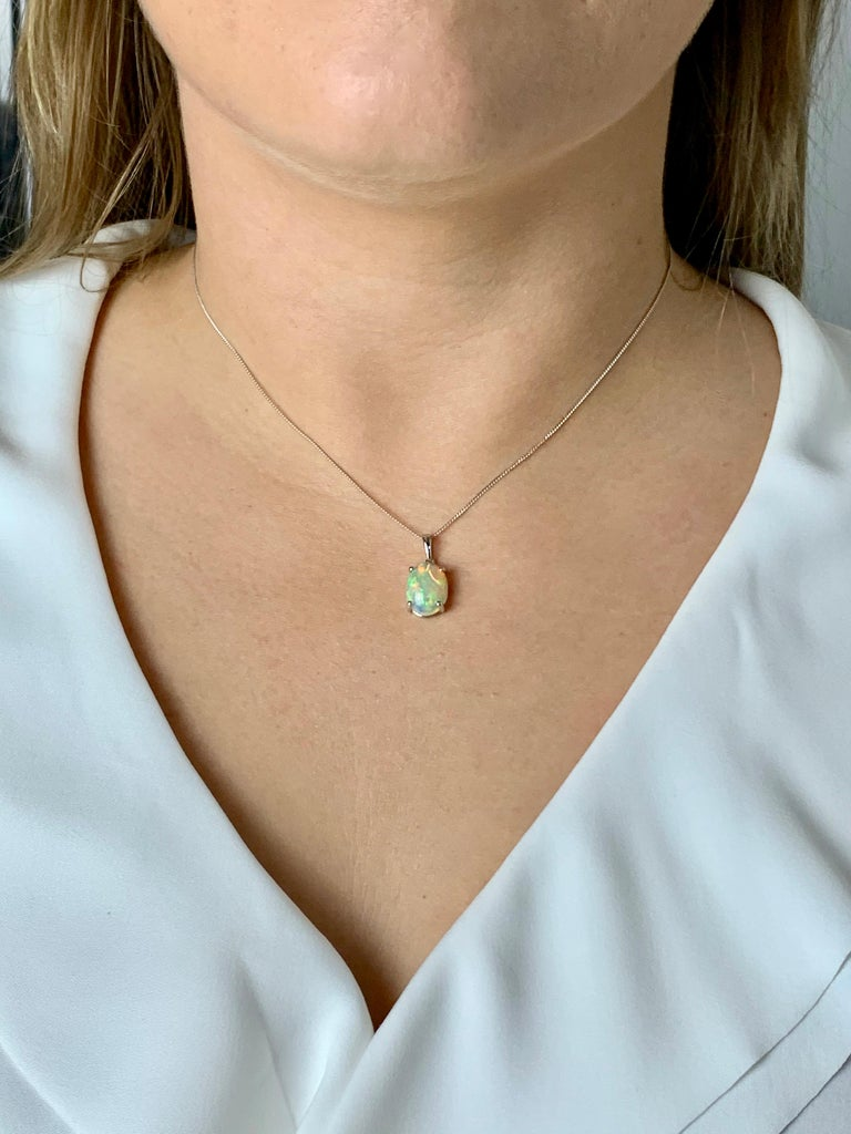 4.00 Carat AAAA Oval Welo Opal Pendant in Platinum with Platinum Chain In New Condition For Sale In Chislehurst, Kent
