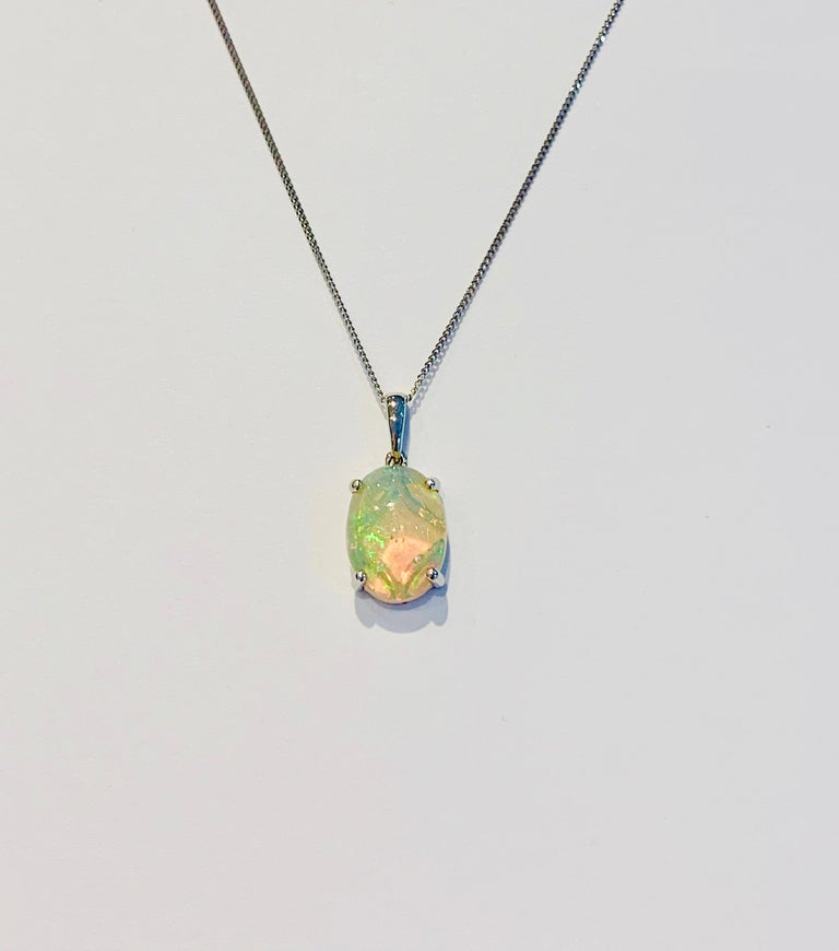 This truly is a stunning AAAA Welo Opal* that shows an incredible play of colour, consistent with the AAAA Grade.  The Opal measure 14 x 10 mm and is in a platinum 4 claw setting.  The Pendant weighs  2.40 gms and is presented on an 16 inch Platinum