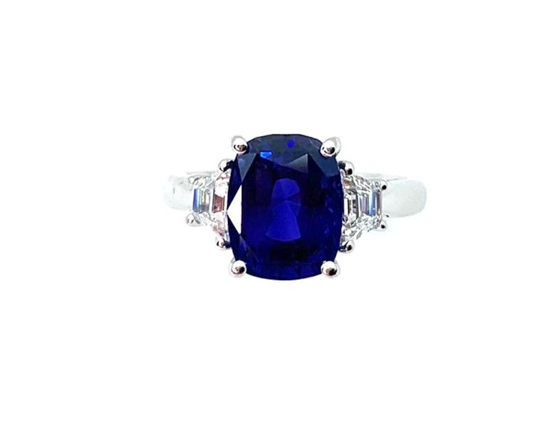 Modern 4.05 ct. Unheated Blue Sapphire GIA, Diamond, Platinum 3-Stone Engagement Ring  For Sale