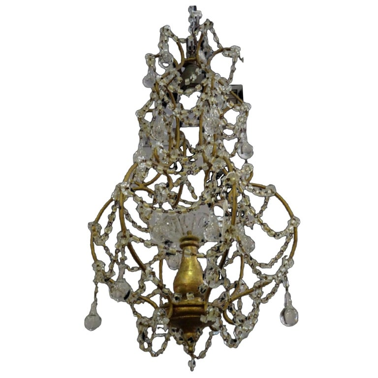A beautiful and very nice Italian chandelier in white glass and giltwood body, circa 1940 A chandelier perfect to make any room unique and curated!!! It is in very good condition with age and use, it was purchased in north of France, in an