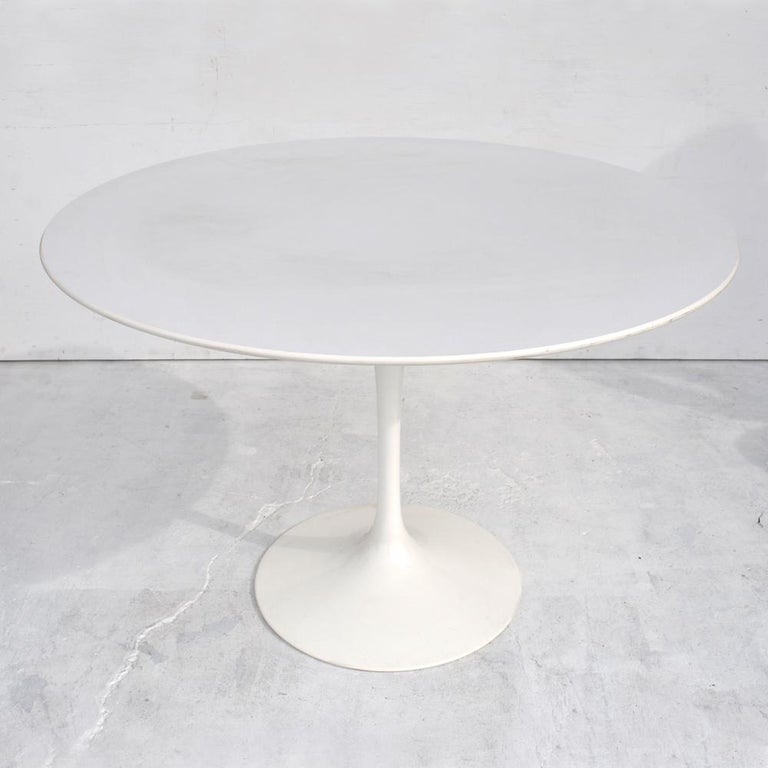 Contemporary Knoll Eero Saarinen Dining Table For Sale 1