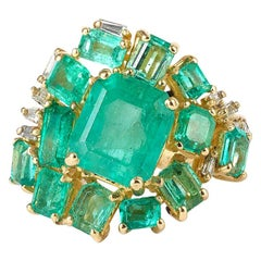 4.20 Carat Colombian Emerald and Baguette Diamonds 18 Carat Yellow Gold Ring