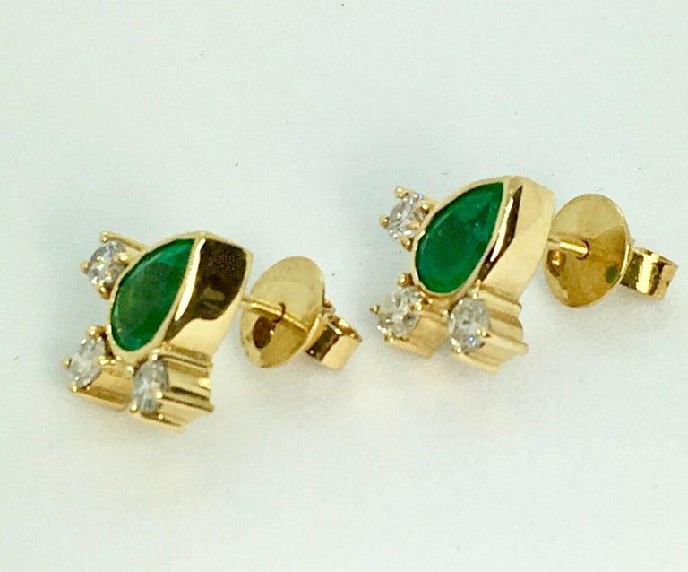 Women's Fine  Vibrant Green Colombian Emerald Pear Cut Diamond Earrings 18K For Sale