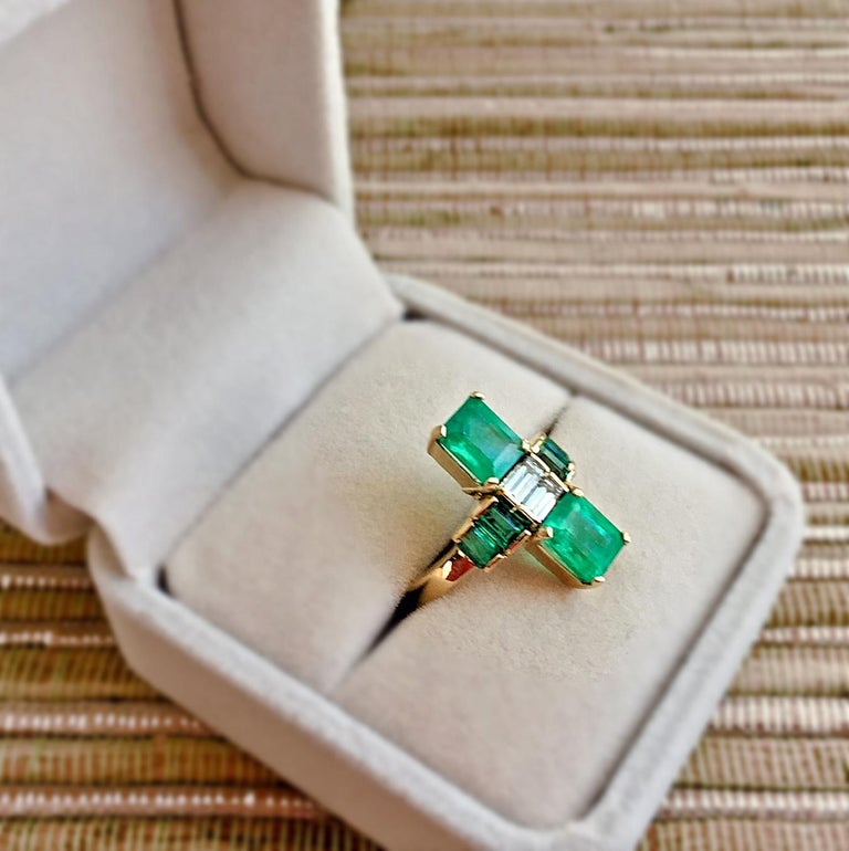 Women's 4.24 Carat Fine Colombian Emerald Diamond Art Deco Style Ring 18K For Sale