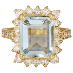 4.25 Carat Natural Aquamarine and Diamond 14 Karat Solid Yellow Gold Ring