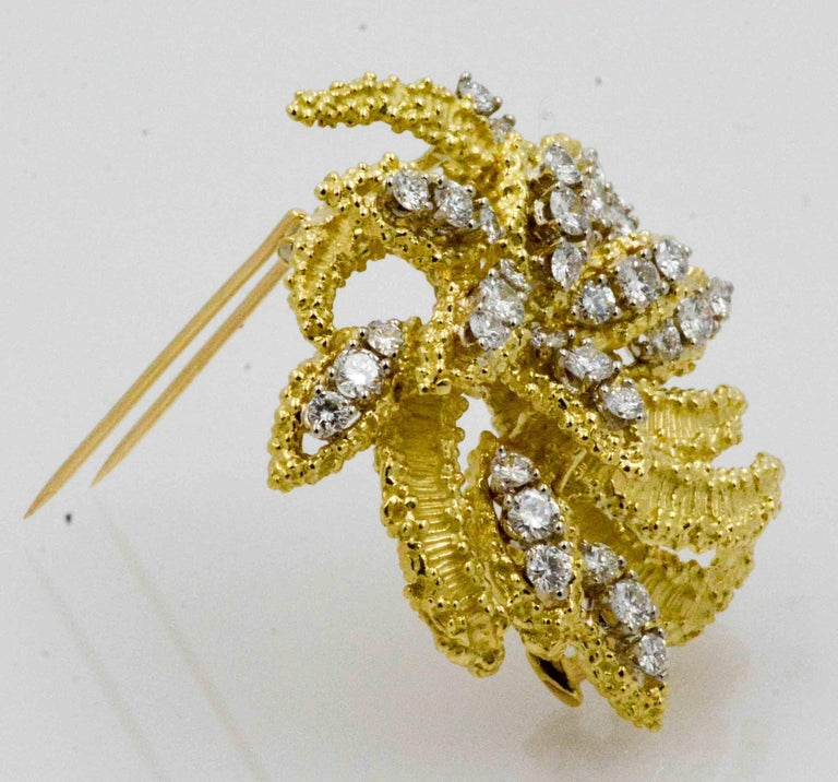 Women's 4.27 Carat Diamond 18 Karat Yellow Gold Brooch For Sale