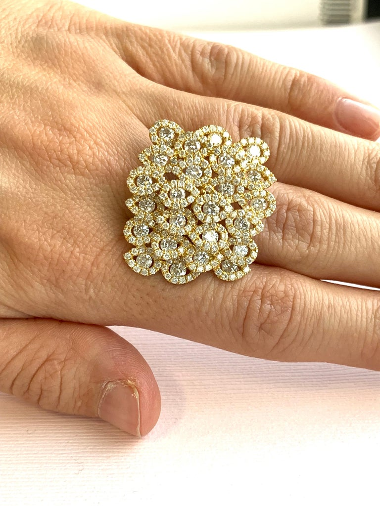 Round Cut Round White Diamond Pear Shape Halo Fashion Cocktail Ring 18K Yellow Gold For Sale