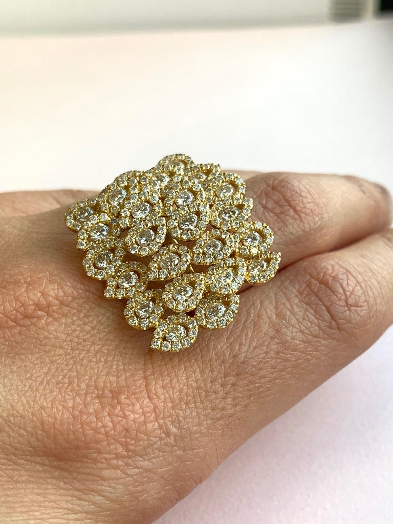 Women's Round White Diamond Pear Shape Halo Fashion Cocktail Ring 18K Yellow Gold For Sale