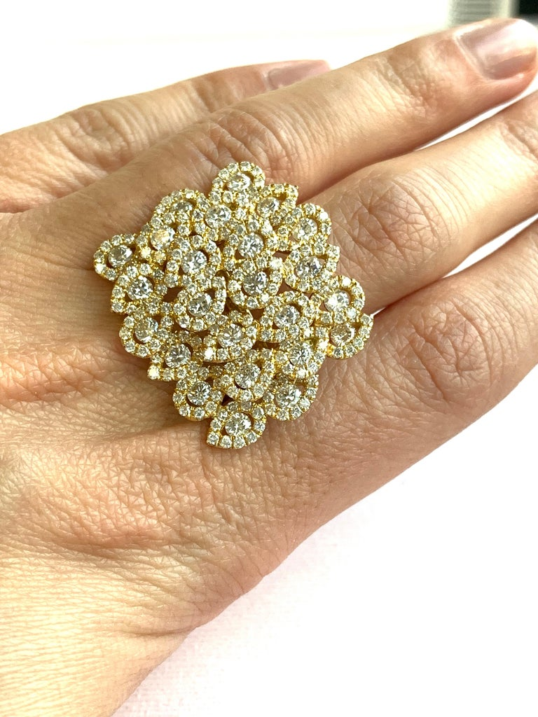 Round White Diamond Pear Shape Halo Fashion Cocktail Ring 18K Yellow Gold For Sale 2