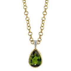 42.90 Carat Peridot, Sapphire and Diamonds 18 Karat Yellow Gold Necklace
