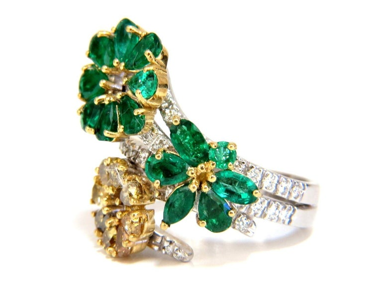 Women's or Men's 4.36 Carat Natural Emeralds Diamond Cocktail Cluster Ring 18 Karat For Sale
