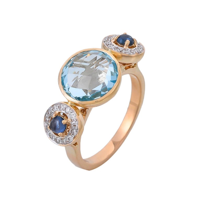 Modern 4.36 Carat Blue Topaz Blue Sapphire and Diamond 18 Karat Yellow Gold Ring For Sale