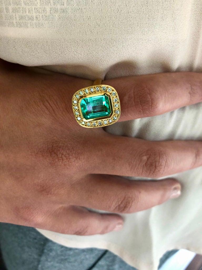 Art Deco 4.40 Carat Emerald Cut Colombian Emerald Diamond Halo Ring 18 Karat Gold For Sale