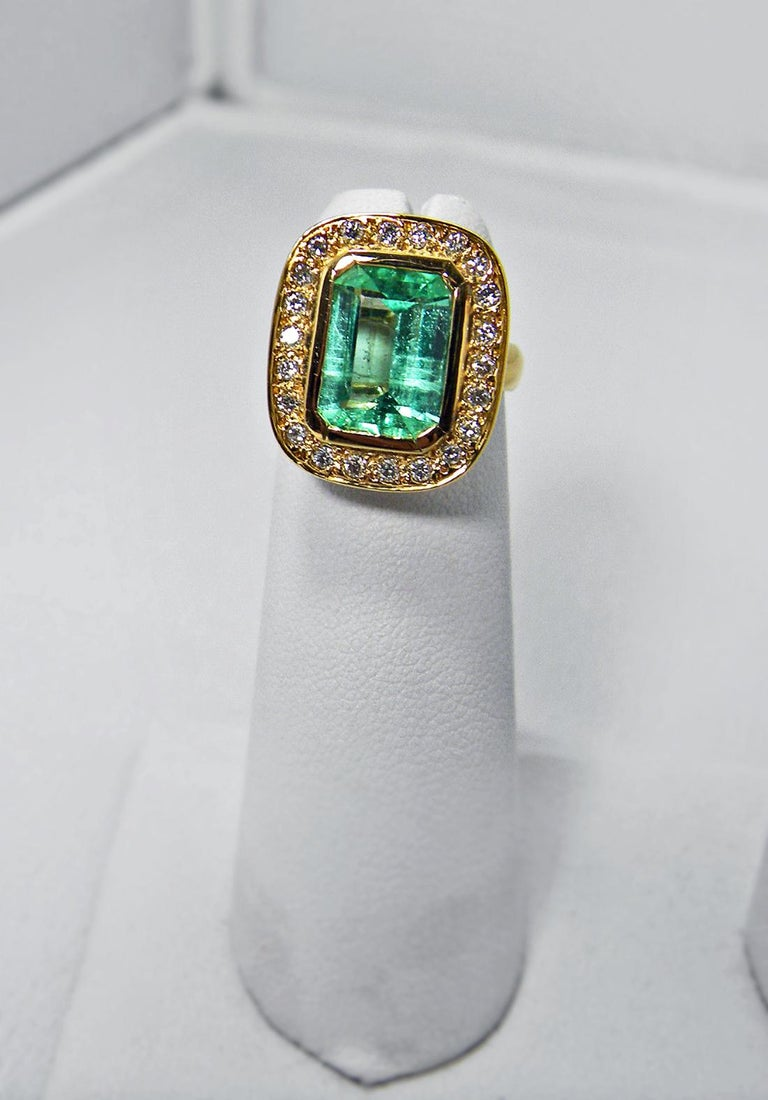 4.40 Carat Emerald Cut Colombian Emerald Diamond Halo Ring 18 Karat Gold In New Condition For Sale In Brunswick, ME