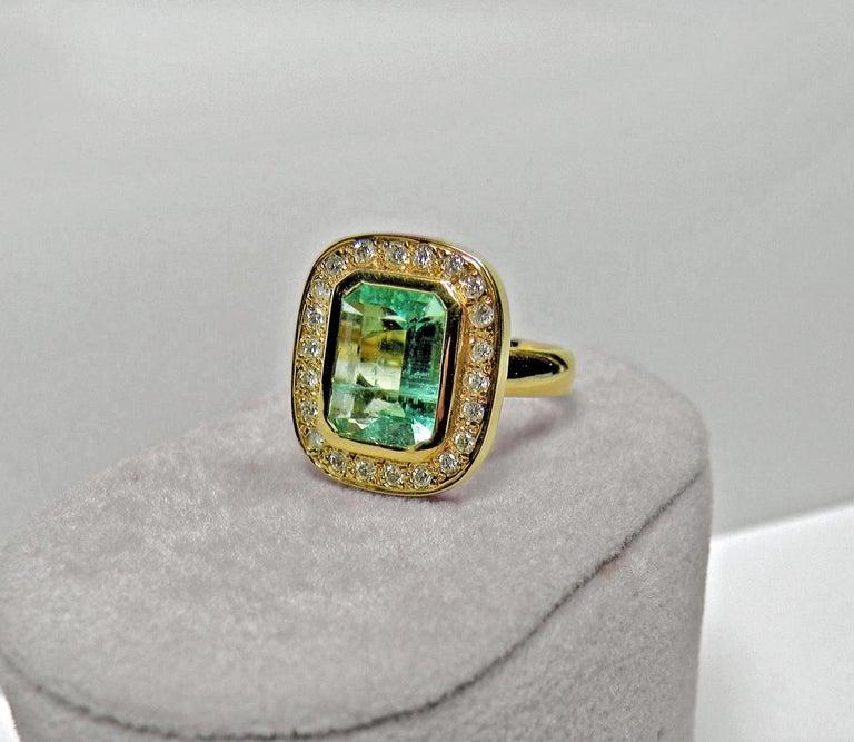 4.40 Carat Emerald Cut Colombian Emerald Diamond Halo Ring 18 Karat Gold For Sale 2