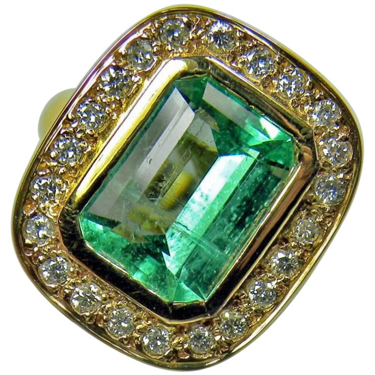 4.40 Carat Emerald Cut Colombian Emerald Diamond Halo Ring 18 Karat Gold For Sale