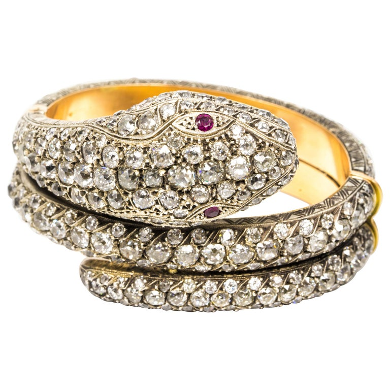 44.00 Carat Diamond Bangle Serpent Bracelet in 18 Karat Yellow Gold and Silver For Sale