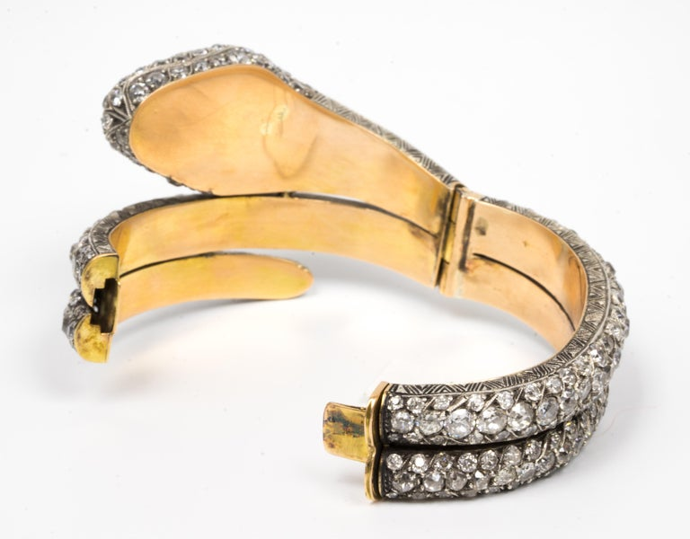 44.00 Carat Diamond Bangle Serpent Bracelet in 18 Karat Yellow Gold and Silver In Excellent Condition For Sale In New York, NY