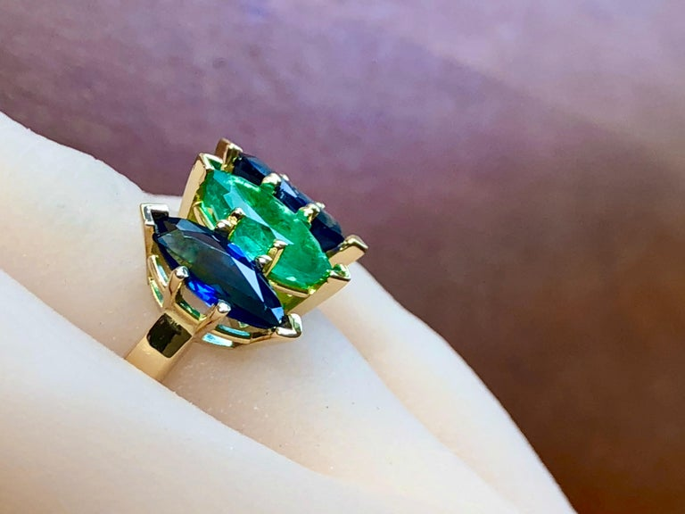 Modern 4.44 Carat Marquise Cut Ceylon Sapphire and Colombian Emerald Ring 18 Karat For Sale