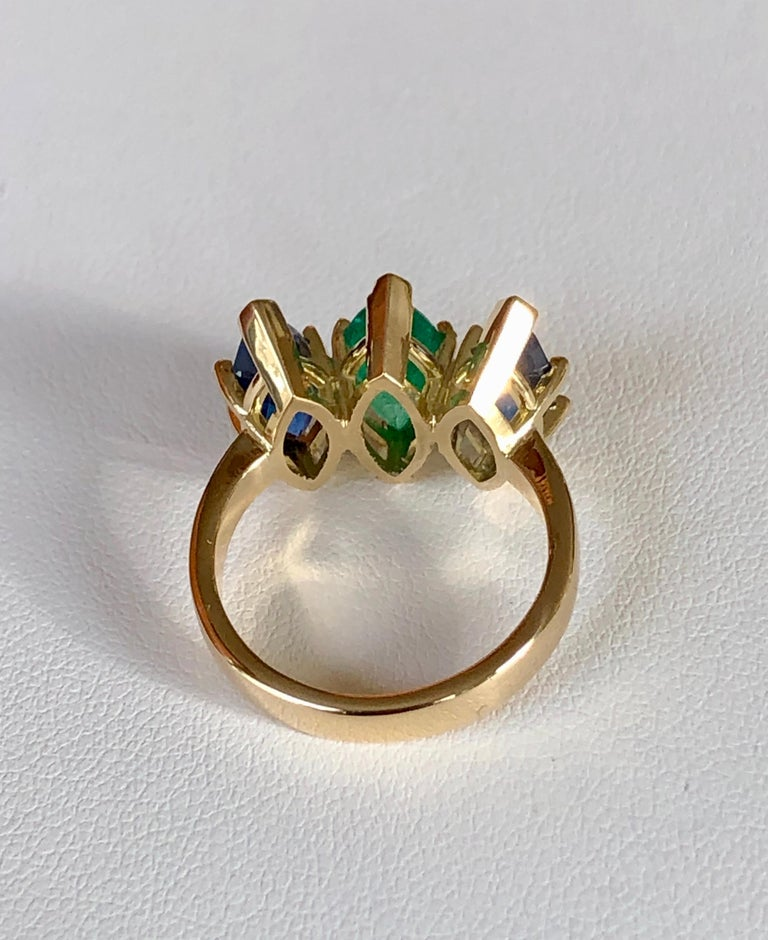 4.44 Carat Marquise Cut Ceylon Sapphire and Colombian Emerald Ring 18 Karat For Sale 3