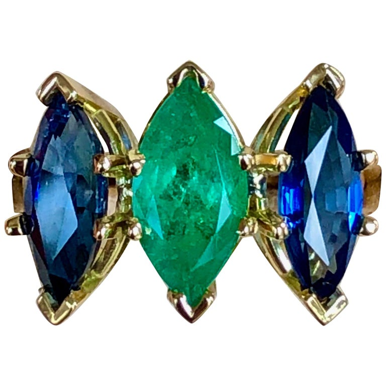 4.44 Carat Marquise Cut Ceylon Sapphire and Colombian Emerald Ring 18 Karat For Sale
