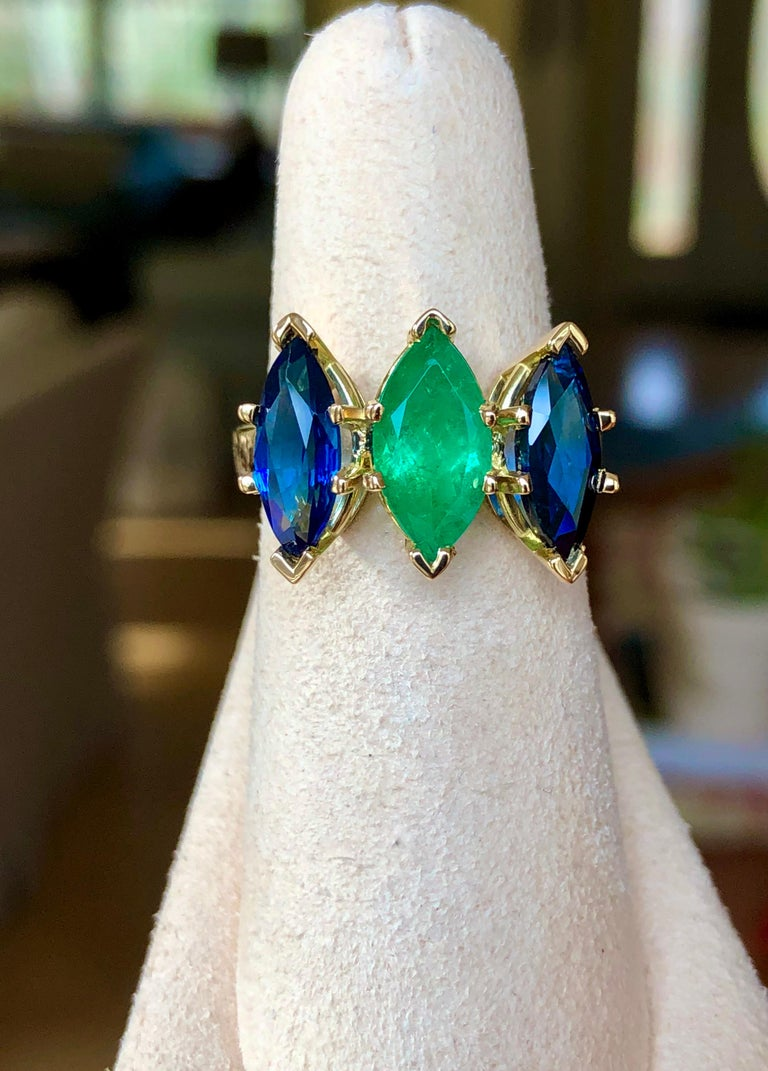 4.44 Carat Marquise Cut Ceylon Sapphire and Colombian Emerald Ring 18 Karat For Sale 6