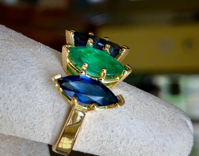 4.44 Carat Marquise Cut Ceylon Sapphire and Colombian Emerald Ring 18 Karat For Sale 1