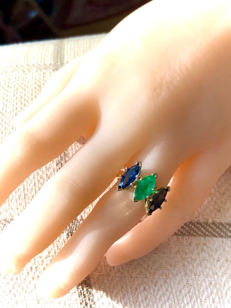 4.44 Carat Marquise Cut Ceylon Sapphire and Colombian Emerald Ring 18 Karat For Sale 2