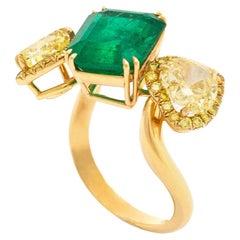 4.45 Carat Emerald and Yellow Diamonds Gold Ring