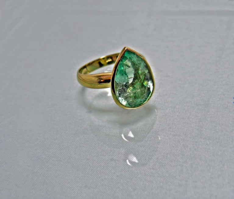 Women's 4.5 Carat Pear Cut Natural Colombian Emerald Solitaire Ring 18 Karat For Sale