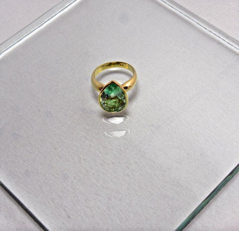 4.5 Carat Pear Cut Natural Colombian Emerald Solitaire Ring 18 Karat For Sale 1
