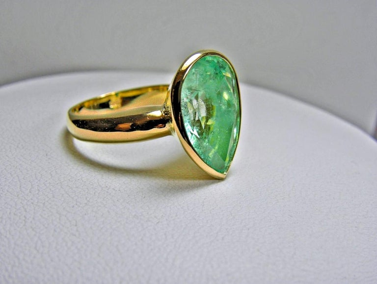 4.5 Carat Pear Cut Natural Colombian Emerald Solitaire Ring 18 Karat For Sale 2