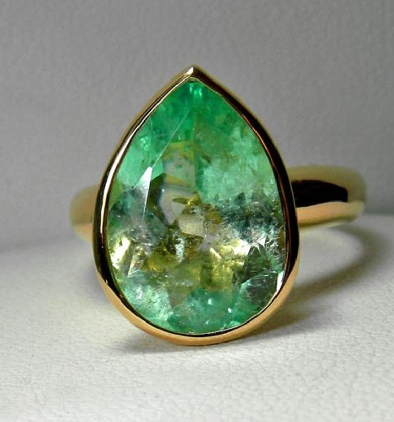 4.5 Carat Pear Cut Natural Colombian Emerald Solitaire Ring 18 Karat For Sale 3