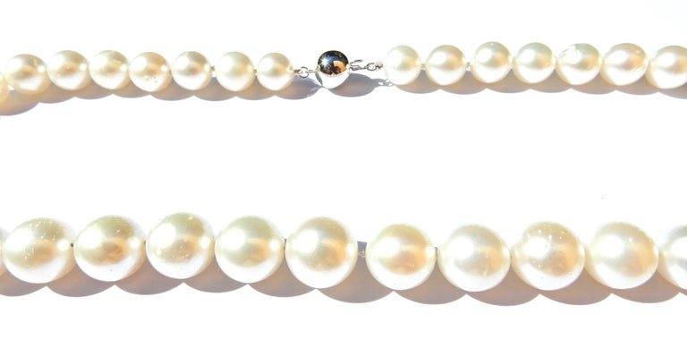 Women's Graduated South Sea Pearl and 9 Carat White Gold Necklace For Sale